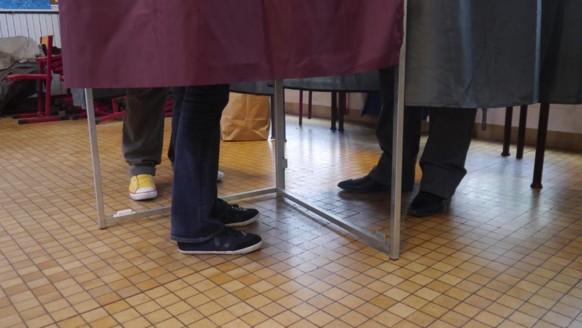 ILLUSTRATION. Dans un bureau de vote du XIIIe arrondissement de Paris.