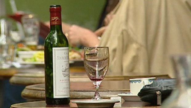 TF1/LCI : Bouteille de vin et verre