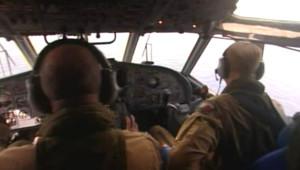 Equipes de recherche mobilisées au-dessus de l'Atlantique pour trouver des traces de l'Airbus accidenté du vol Rio-Paris (5 juin 2009)