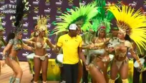 JO de Rio : Usain Bolt entraîné par des danseuses de samba livre son premier show