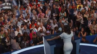 Convention démocrate : Eva Longoria s'attaque à Trump dans son discours et défend la candidature de