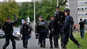 police crs gign quartier cité amiens prétexte