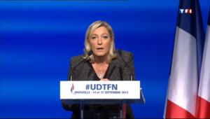 """Le 20 heures du 15 septembre 2013 : Syrie : Marine Le Pen d�nce """"la soumission de la France"""" - 422.115"""