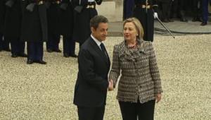 Nicolas Sarkozy accueille à l'Elysée Hillary Clinton, avant un sommet décisif sur la Libye, le 19 mars 2011