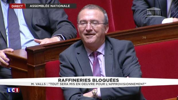 """Raffineries bloquées : """"La CGT ne fait pas la loi dans ce pays"""" rappelle Manuel Valls"""