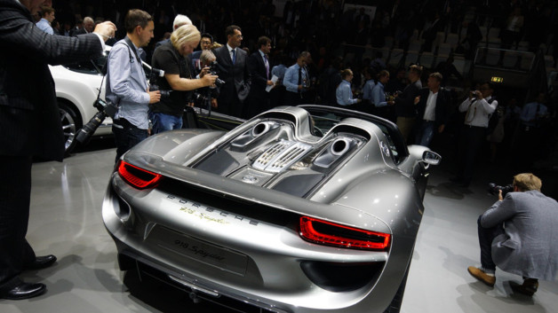 photos automoto la porsche 918 spyder au salon de. Black Bedroom Furniture Sets. Home Design Ideas