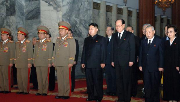Kim Jung-Un, au centre, le 28 décembre 2011
