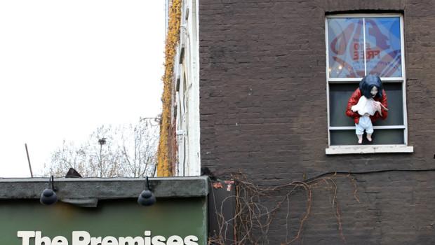 "Hackney: Creata controversa statua ""Madonna e bambino"" - Pagina 2 Statue-de-michael-jackson-a-londres-le-representant-en-train-10436642ovgkf_1713"