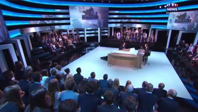 En direct avec les Français, la suite : revoir les réponses de Hollande aux internautes