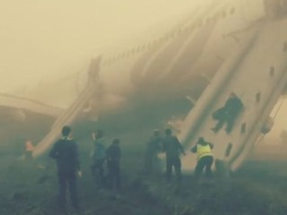 Un avion sort de piste à Katmandou, les passagers évacués d'urgence