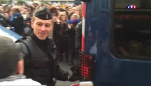 Le 20 heures du 11 janvier 2015 : Marche républicaine : les chaleureux applaudissements reçus par la police - 827.7299999999999