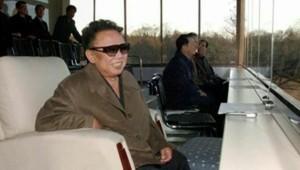 Cette photo de Kim Jong-il est-elle récente ? Les médias locaux l'affirment