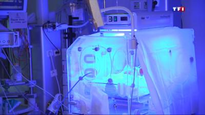Le 20 heures du 5 mai 2015 : A Caen, de mystérieux cas d'entérocolites aiguës provoquent la mort de quatre nourrissons - 550.174