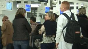 Passagers en attente à l'aéroport de Roissy