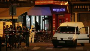 De nombreux enquêteurs présents rue de Charonne à Paris, après les attaques du vendredi 13 novembre 2015.
