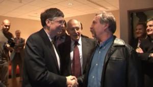 Le fondateur de Microsoft, Bill Gates, rencontre le candidat altermondialiste à la présidence, José Bové, le 1er février 2007