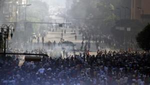 Des violences ont encore ensanglanté l'Egypte vendredi avec au moins 83 morts dans des heurts entre partisans des Frères musulmans et les forces de l'ordre.