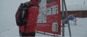 Patrouiller, sécuriser et informer : face aux avalanches, les missions des pisteurs