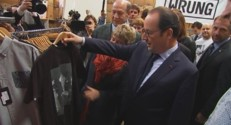 François Hollande a reçu un t-shirt à l'effigie de Jacques Chirac.