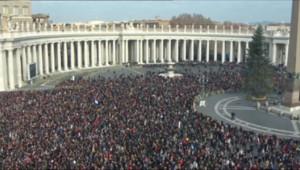 Le 20 heures du 25 décembre 2014 : Immense ovation pour le pape François lors de la bénédiction de Noël - 354.123