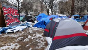 """Un des deux campements des """"indignés"""" américains à Washington : """"Occupy DC"""", sous la neige, le 22 janvier 2012"""