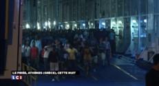 Bloqués par la Hongrie, des migrants manifestent devant la gare centrale de Budapest
