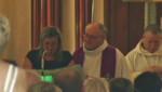 La veuve d'Hervé Cornara, assassiné dans l'attentat de Saint-Quentin-Fallavier (Isère), lors des obsèques de son mari le 3 juillet 2015