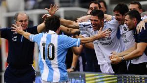 Souvent critiqué en sélection nationale, Messi a fait taire ses détracteurs en juin dernier en inscrivant un triplé contre le Brésil. Son pays s'était alors imposé 4 buts à 3.