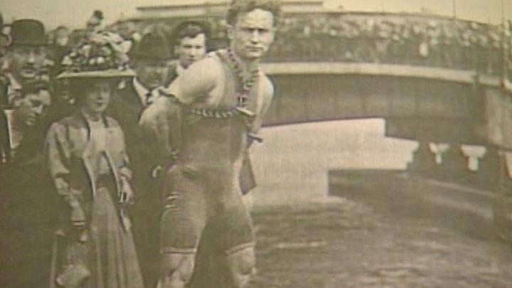TF1/LCI Houdini lors de la présentation d'un de ses tours