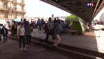 Le 13 heures du 28 mai 2015 : Paris : un campement de migrants de la Porte de la Chapelle va être évacué pour des raisons sanitaires - 528