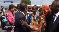 A Mayotte, Hollande prend un bain de foule