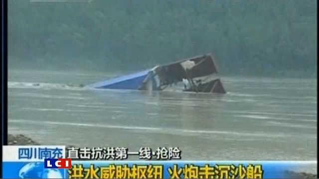 Les intempéries persistent et tuent en Chine  Chine-100-000-personnes-menacees-par-la-crue-d-une-riviere-7101655thrcy