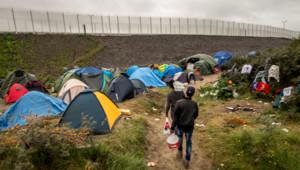 """La """"jungle"""" de Calais est située à 34 km de Douvres, de l'autre côté de la Manche"""