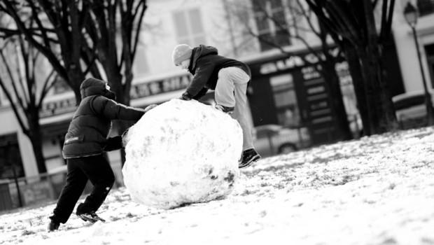Neige aimée ou honnie Neige-invalides-paris-boule-enfants-photo-prise-le-20-decembre-4129655unhrc_1713