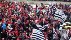 Les bonnets rouges se sont rassemblé samedi en masse à Quimper pour participer à une grande manifestation pour l'emploi.