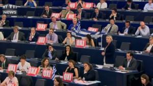 Crise de la Grèce : Marine Le Pen appelle, les yeux dans les yeux, Tsipras à quitter la zone euro