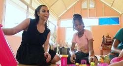 Kim Kardashian en compagnie de la jeune Thaïlandaise qu'elle souhaitait adopter en avril 2014.