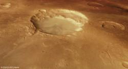 Des clichés capturés par la sonde Mars Express en novembre 2014 ont dévoilé un cratère géant. Selon l'Agence spatiale européenne, il résulte d'une éruption volcanique gigantesque.