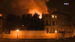 Le 20 heures du 10 juillet 2013 : L'h� Lambert, bijou parisien propri� du Qatar, ravag�ar un incendie - 762.7669702148439
