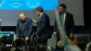 Berlusconi chute après un discours et accuse (ironiquement) la gauche