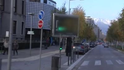 Panneau publicitaire à Grenoble, novembre 201