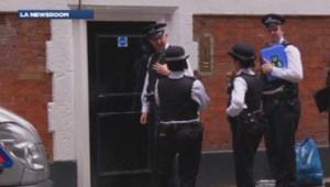 Policiers devant le domicile des femmes séquestrées à Londres