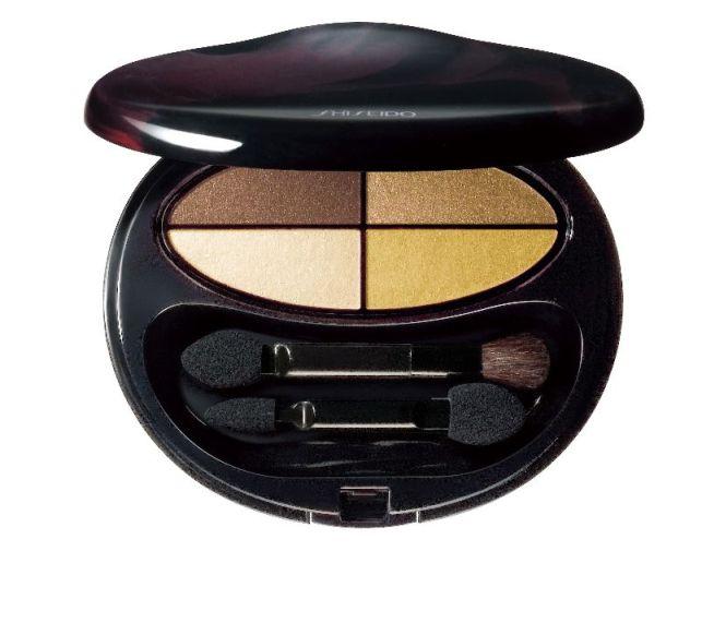 Essayez le maquillage doré avec l'ombre à paupières Shiseido