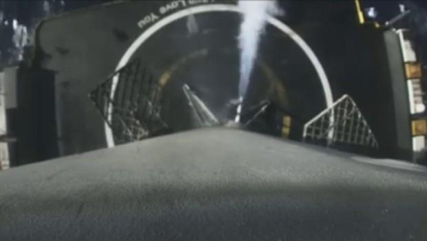 Les images du nouvel atterrissage réussi d'une fusée SpaceX en caméra embarquée