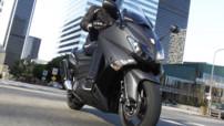 Plus racé, le nouveau Yamaha TMax 530 se place davantage à la croisée des genres, mais cela sera-t-il suffisant face au BMW C-600 Sport ? De retour d'essai outre-Atlan