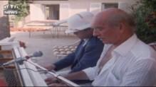 Moment culte : ping-pong, smack manqué... quand Elton John rendait visite à Eddie Barclay à St Trop'