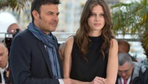 """François Ozon et Marina Vacht lors du photo-call du film """"Jeune et Jolie"""" le 16 mai 2013 à Cannes"""