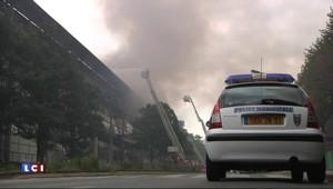 Incendie à Pantin, près de Paris : les pompiers à pied d'oeuvre pour l'éteindre