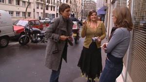 """TF1/LCI : Salariés lors d'une """"pause cigarette"""" devant leur entreprise"""