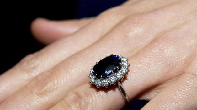 choisi d'offrir à Kate Middleton un saphir de 18 carats serti de ...